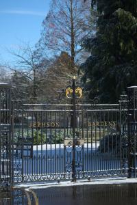 Gates to Jephson Gardens